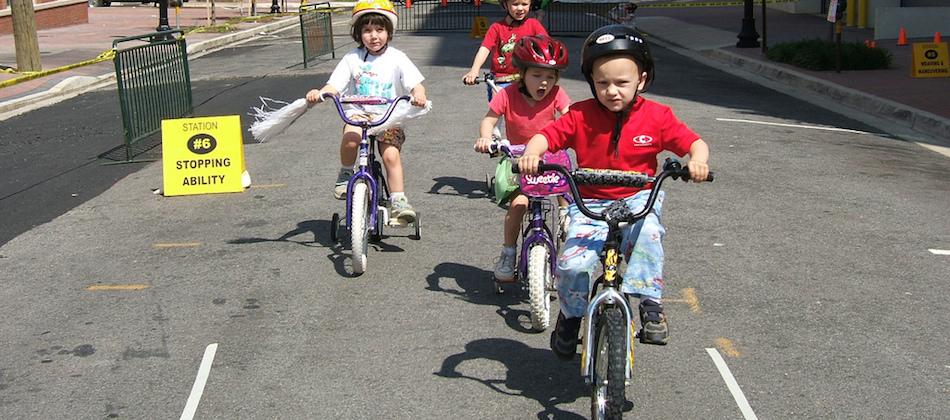 Apprendre à faire du vélo: le démarrage