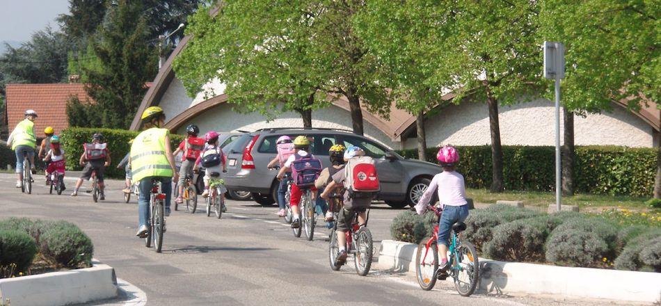Bientôt la rentrée. Et si vos enfants essayaient le vélobus?