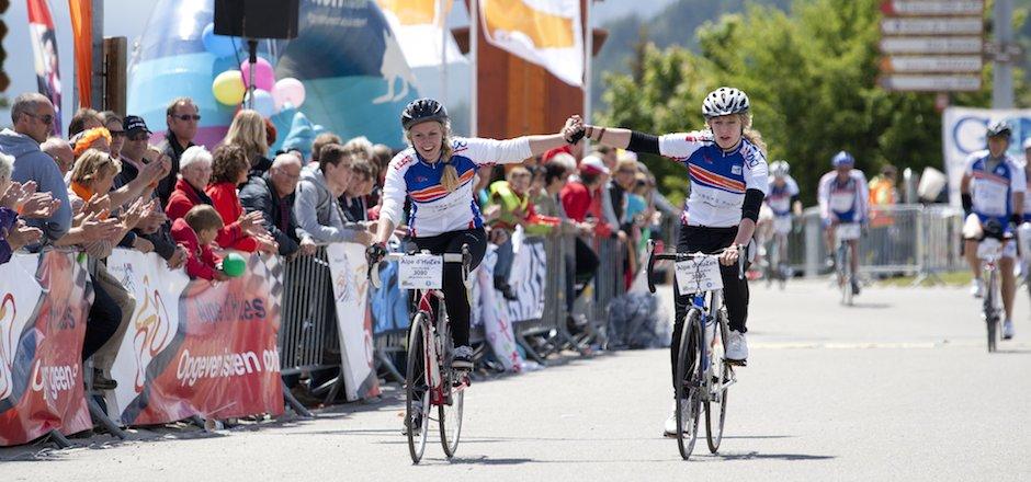 Alpe D'HuZes: les hollandais pédalent contre le cancer