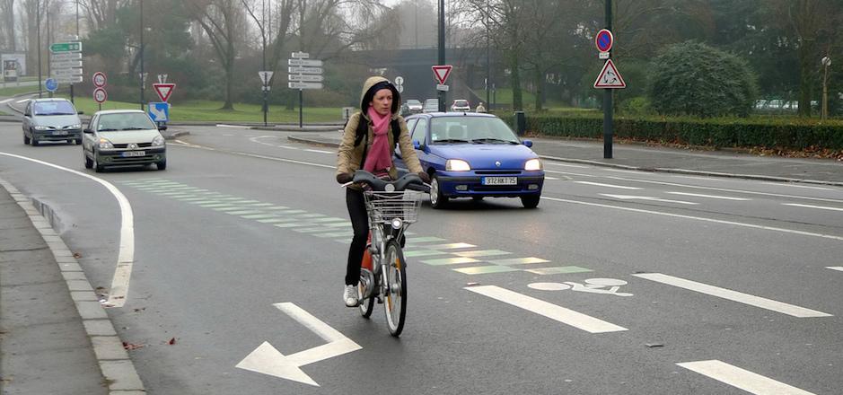 Préjugés automobilistes: «un cycliste doit prendre la piste cyclable»