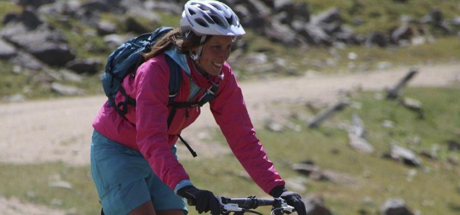 Rencontrez Hélène, cycliste urbaine et vététiste