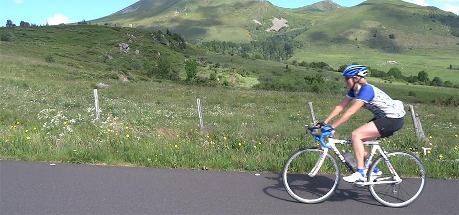 Margriet, à vélo en ville jusqu'à la montagne