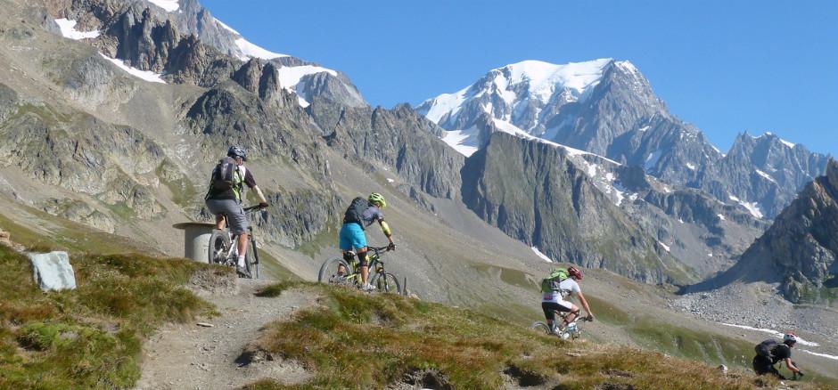 Voyager à vélo: avec une assoce ou un voyagiste?