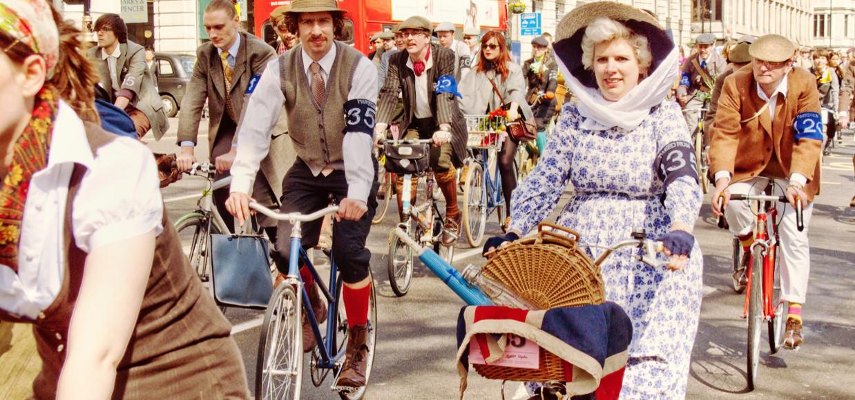 Les premières dames à vélo remontent au 19ème siècle. Tour du monde ou championnats mondiaux, découvrez le parcours du cyclisme féminin.