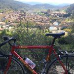 Tourisme vélo au village de Lagrasse dans lAude