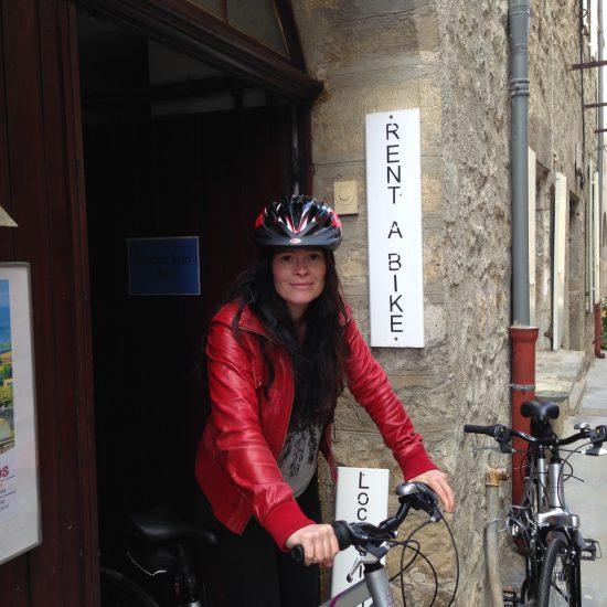 Amélie, chargée de communication du Village de Lagrasse nous explique le projet de location de vélo
