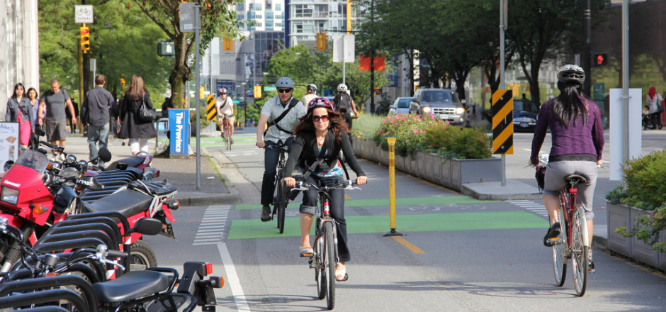"""Au Canada, le vélo est loisir, travail ou pratique. Mais il est """"sécuritaire"""" avant tout! Á la découverte du vélo Canadien."""