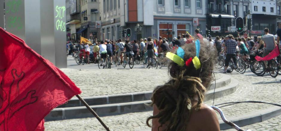 La Vélorution Universelle 2015 a pris ses quartiers du 9 au 12 juillet à Bruxelles. Une parade en masse pour une mobilité urbaine en harmonie!