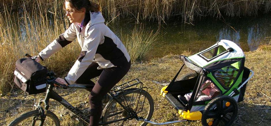 Rouler avec une remorque vélo enfant