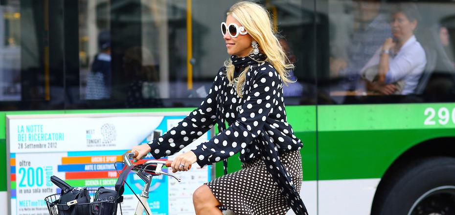 J'ose le vélo en robe et talons!