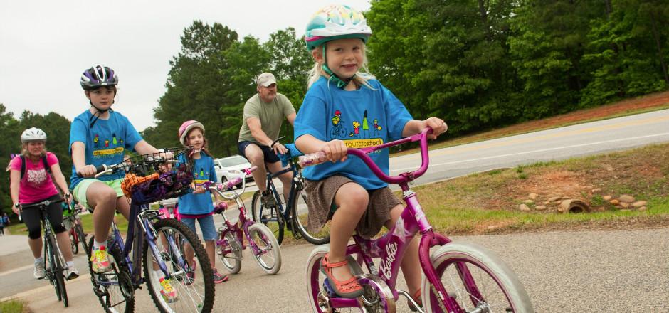 Plus de la moitié de nos lectrices emmènent leurs enfants à l'école à vélo régulièrement. Découvrez tous les résultats de notre sondage de la rentrée!