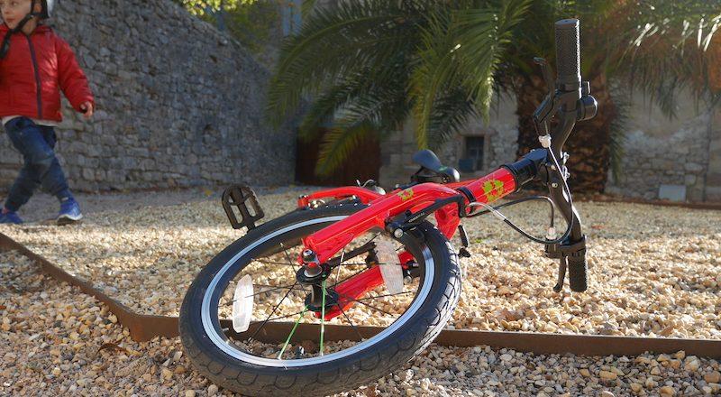 Apprendre à faire du vélo sur un vélo léger