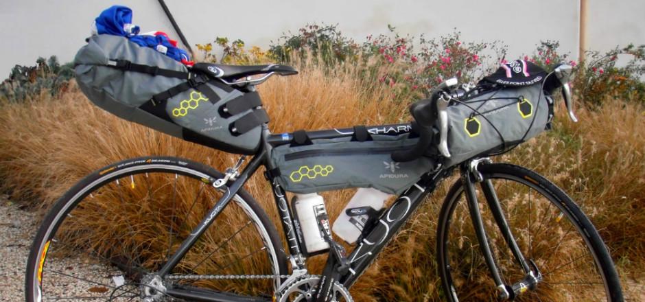 Laura a profité d'une sortie humanitaire de 400 km à vélo en 24 heures pour tester les sacoches Apidura, prêtées par la marque pour l'occasion! Voici son verdict!