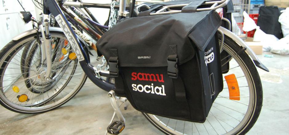 Bruxelles: des agents du Samusocial à vélo à la rencontre des sans-abri
