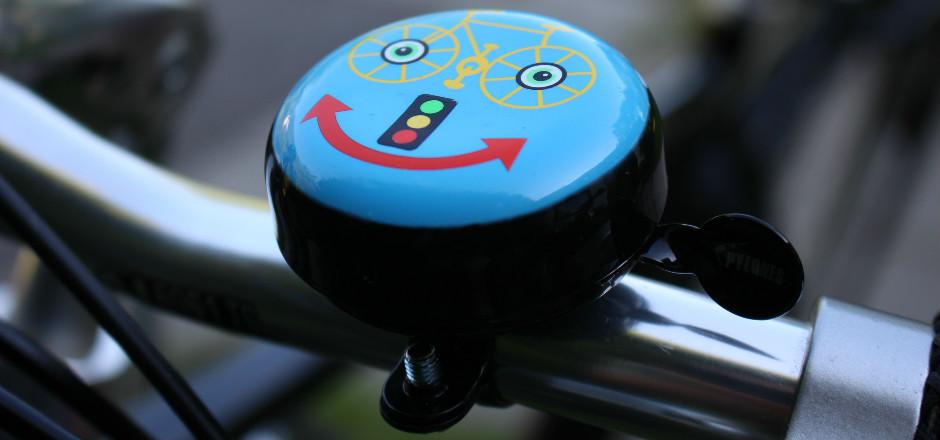 La COP 21 s'est prononcée: l'indemnité kilométrique vélo est plafonnée et facultative. C'est un bond en arrière pour les cyclistes. Sur la toile, ça buzz!