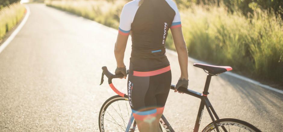 Le cuissard vélo est la tenue typique du cycliste! Mais s'il n'est pas un effet de style, il y a une bonne raison à porter un cuissard! La connaissez-vous?