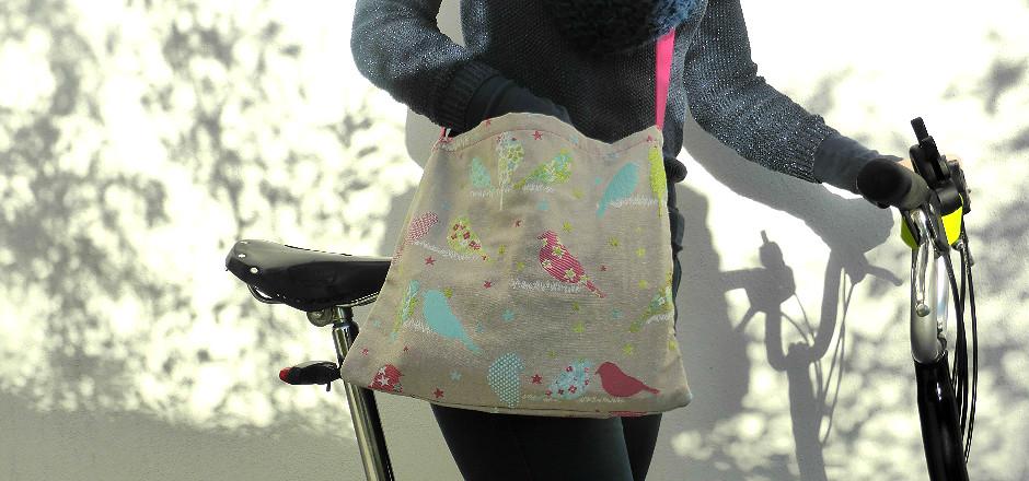 Découvrez les musettes Ellesfontduvélo! Ces sacs en tissus faits main sont disponibles sur notre place de marché! Stock limité, dépêchez-vous!