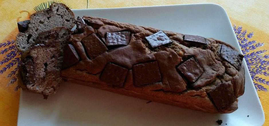 Au tour de Vélizienne de vous partager ses secrets culinaires: un gâteau au yaourt maison, à la banane! Sans gluten ni lait, il va faire des adeptes!