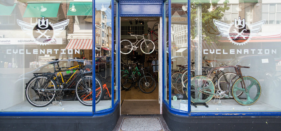 Vélizienne a challengé pour vous l'achat vélo en boutique et en ligne... Tous les avantages et inconvénients des deux pratiques!