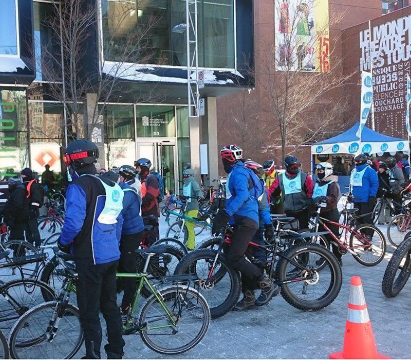 Vélo sous zéro: des cycliste qui pédalent à moins 26.