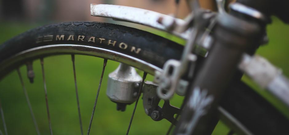 Notre contributeur Yann a récolté l'avis d'un homme sur les deux roues féminins: les vélos femmes ont des roues d'hommes... Et ça doit changer!