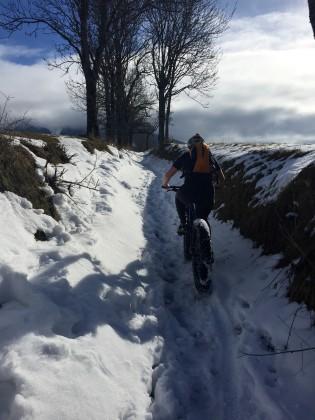 Sandrine a testé le Fatbike. Une belle découverte pour profiter à vélo des paysages enneigés. Une balade 100 % confort et fun garanti!