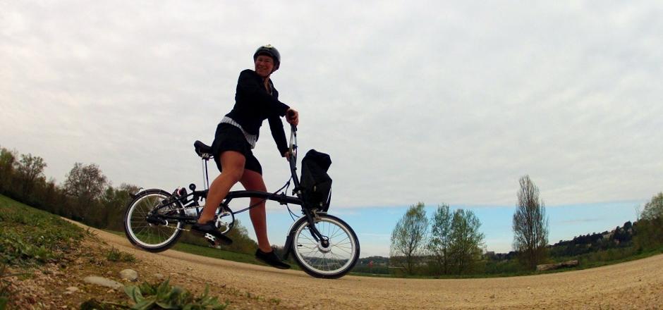Le test Brompton à travers les yeux de notre contributrice Laura. Découvrez comment elle a apprivoisé ce mini-vélo pliant et sa petite péripétie!