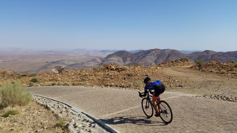 En Namibie, en direction du désert du Namib