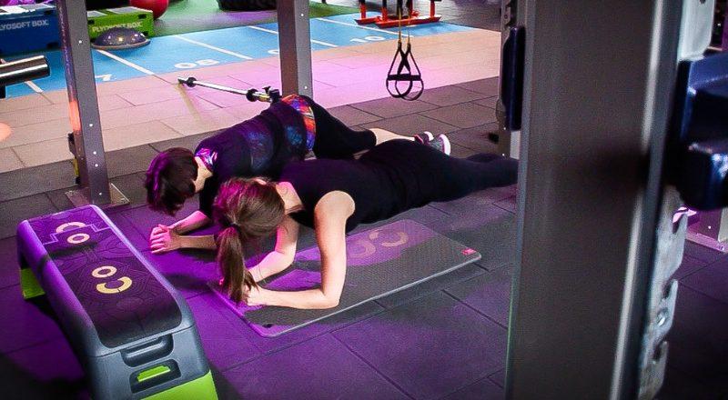 Vous souhaitez travailler votre renforcement musculaire? Plusieurs séries d'exercices simples et efficaces peuvent vous y aider. Découvrez-en trois.