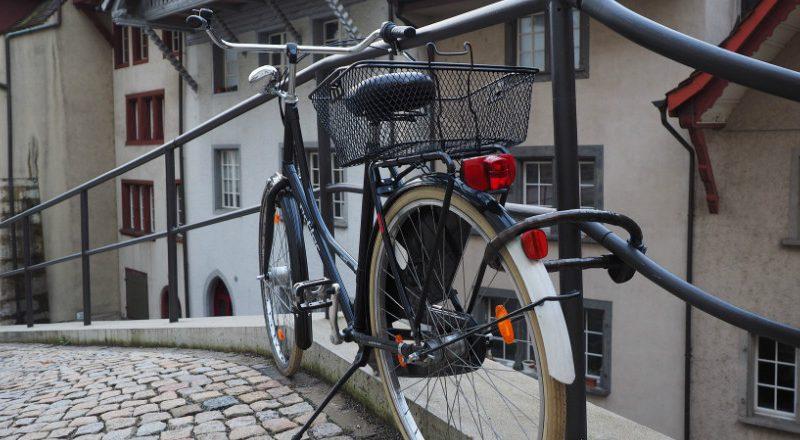 Le vol de vélo est encore trop courant aujourd'hui: voici tout ce qu'il faut savoir sur les antivols et autres méthodes pour bien protéger son vélo du vol.