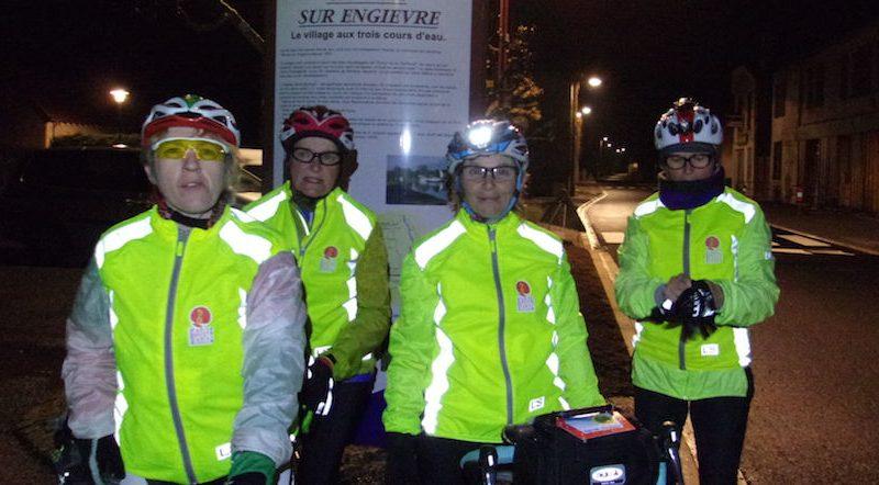 L'équipe féminine du parcours Vélocio 2016 redouble d'efforts jusqu'à l'aube. Une expérience inédite pour des nanas qui ne craignent pas le noir!Enfin...