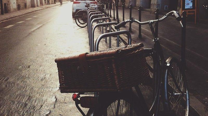 Le métier de coursier à vélo remis au goût du jour! Preuve que la petite reine réinvestit de plus en plus notre quotidien.