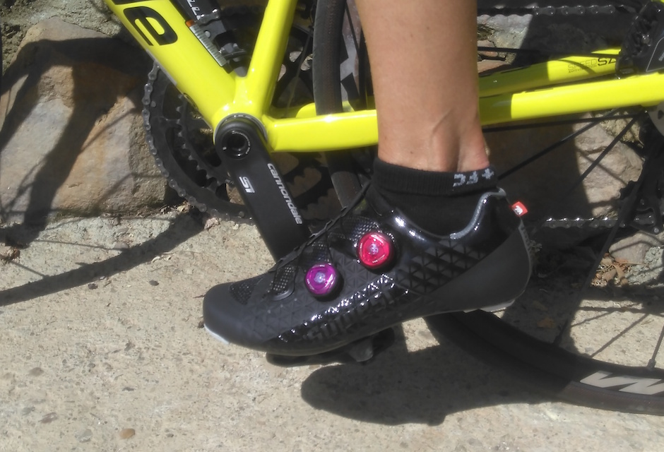 Murielle Linsolas a reçu des chaussures vélo Suplest Edge 3 Pro en test. Voici ses premières impressions. Elle vous rédige un test complet et exhaustif très bientôt!