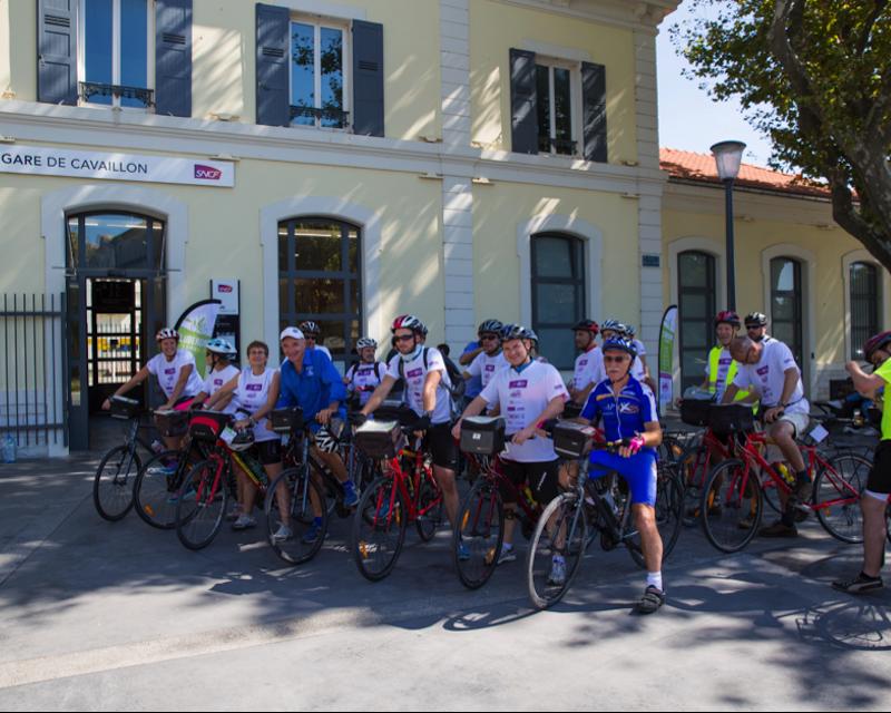 Départ du tour cyclotouriste dans le Luberon