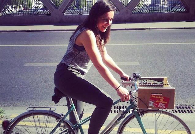 Sophie et Myriam, son vélo!