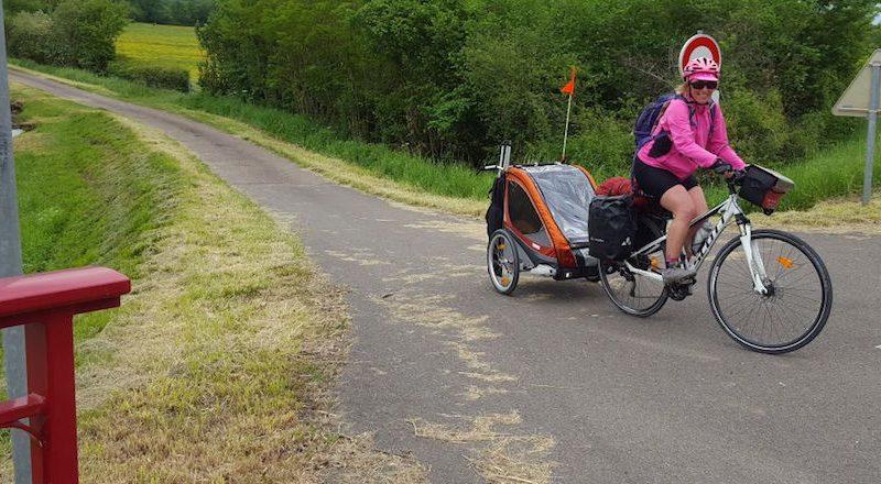 rouler avec une remorque vélo bébé