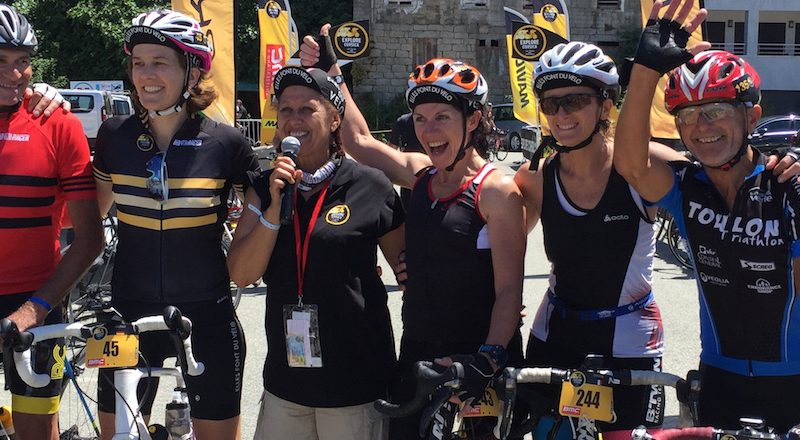 femmes cyclistes explore corsica