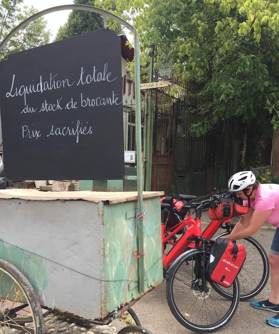 Brocante à Paris sur la Véloscénie