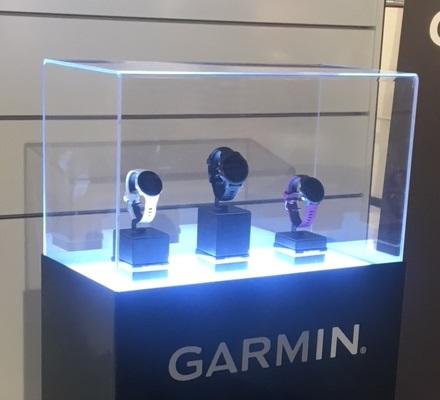 produits Garmin dans le magasin LePape à Paris