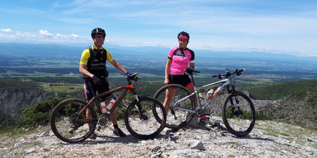 femme cycliste compétitrice