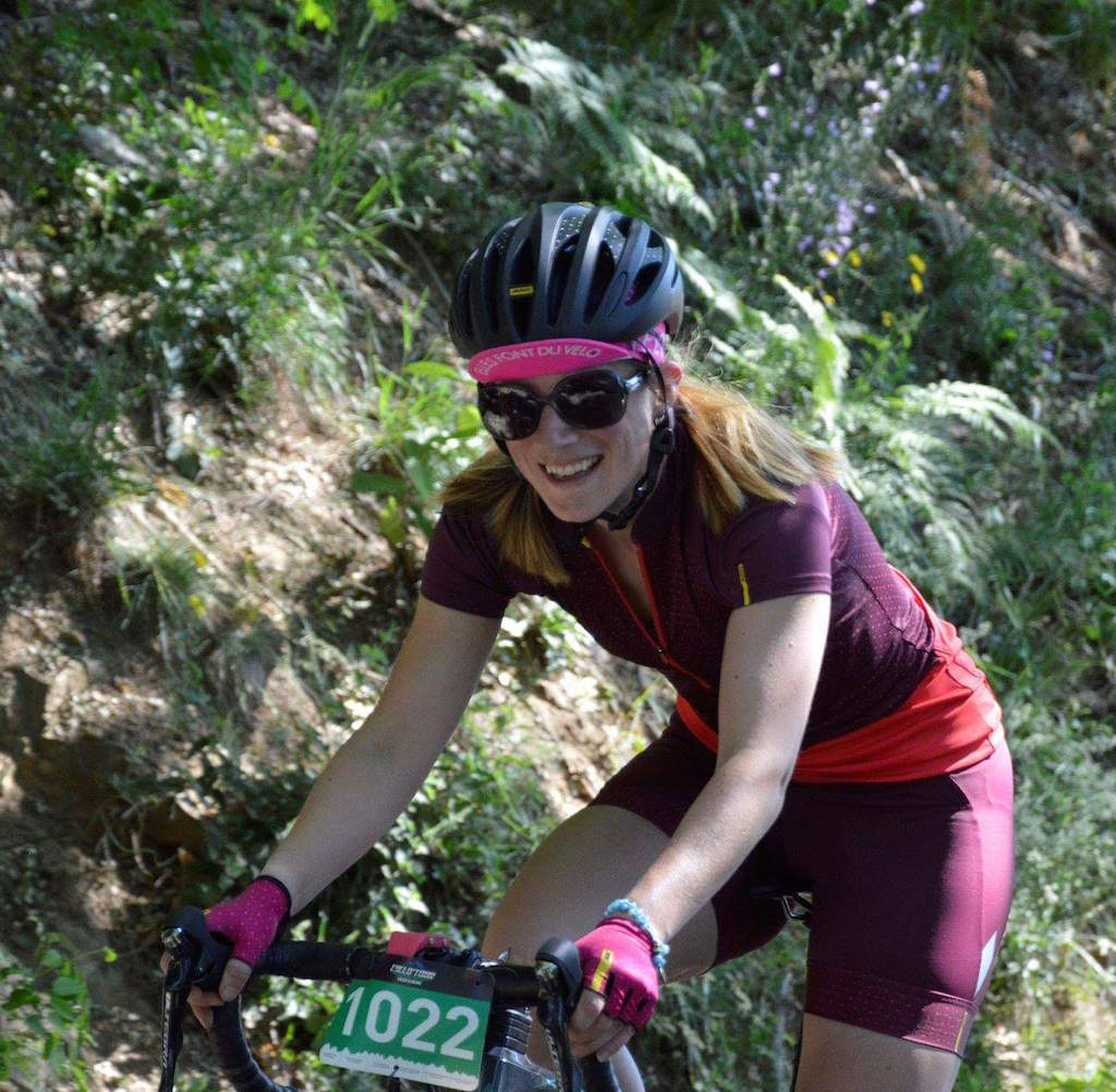Cycliste femme Loz'elle en plein col