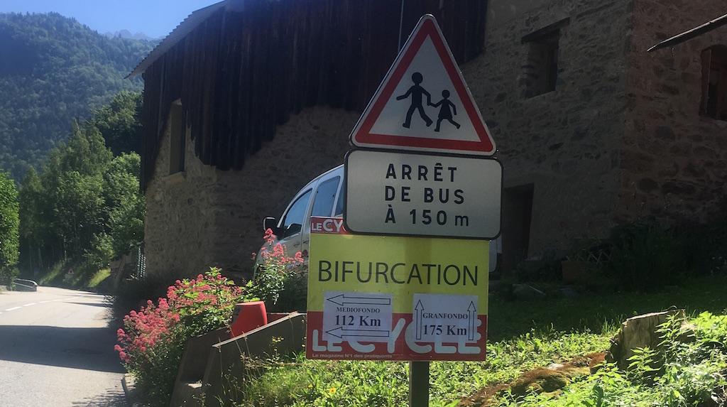 panneau bifurcation La Vaujany avec l'Alpe d'huez