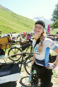 Portrait de Rain Thoresen en vélo solaire