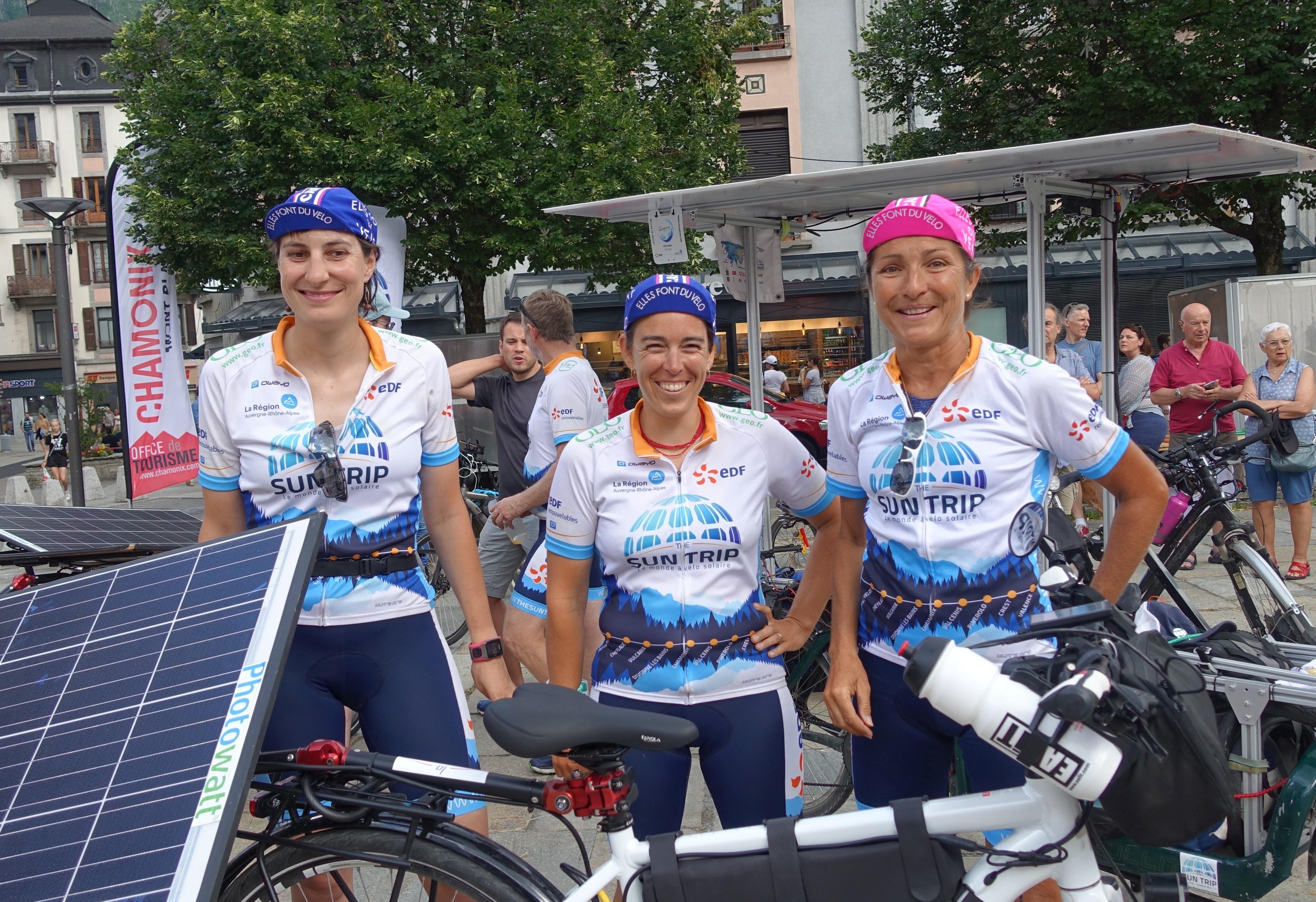 3 femmes cyclistes sur le Sun Trip Tour avec les casquettes EFDV