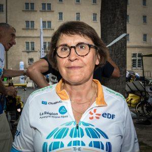 portrait de Béatrice Cazanave avec son maillot Sun Trip Tour 2019