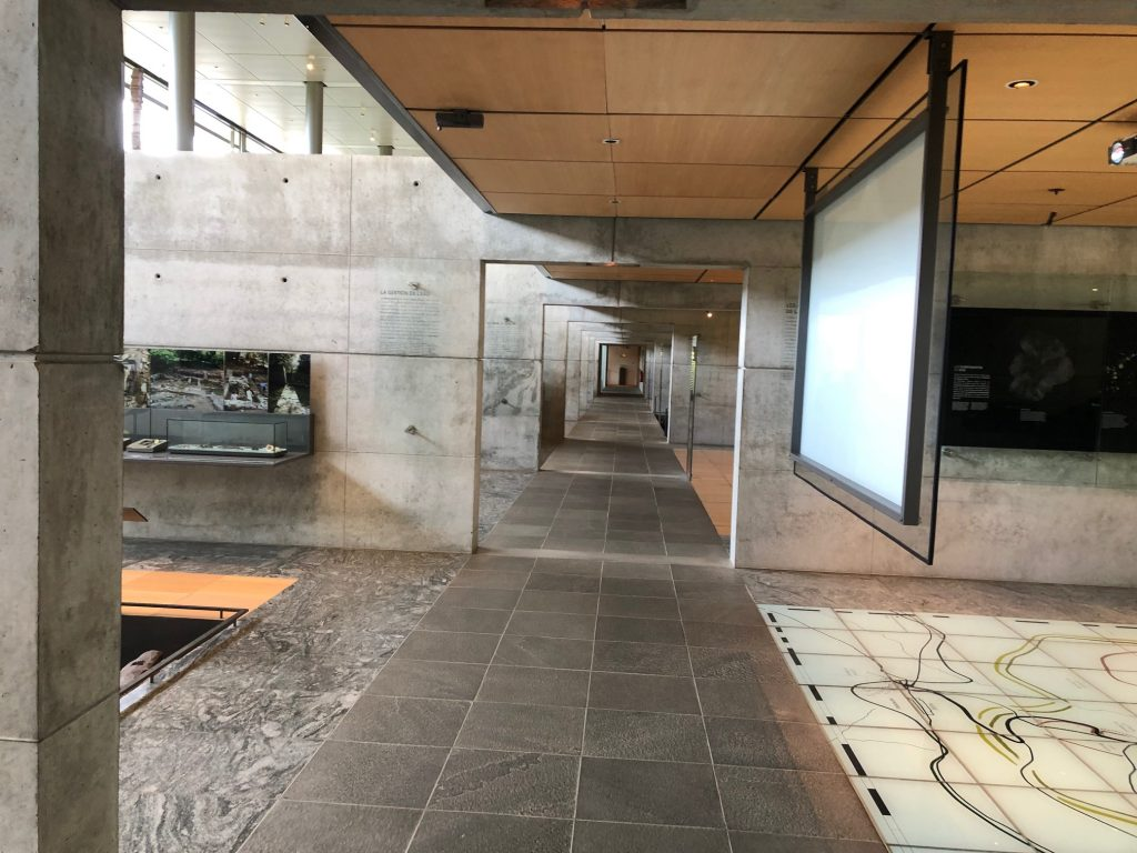 Grande traversée du massif central musée bibracte intérieur