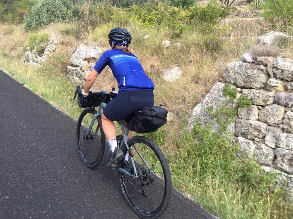 Rapha Cuissard Cargo bib shorts en rando gravel