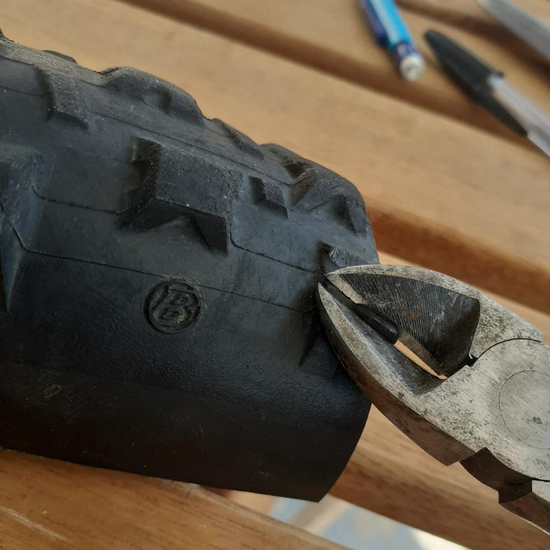 pince pneu sacoche