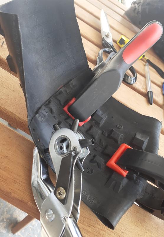 Maintien pneu vélo pour sacoche