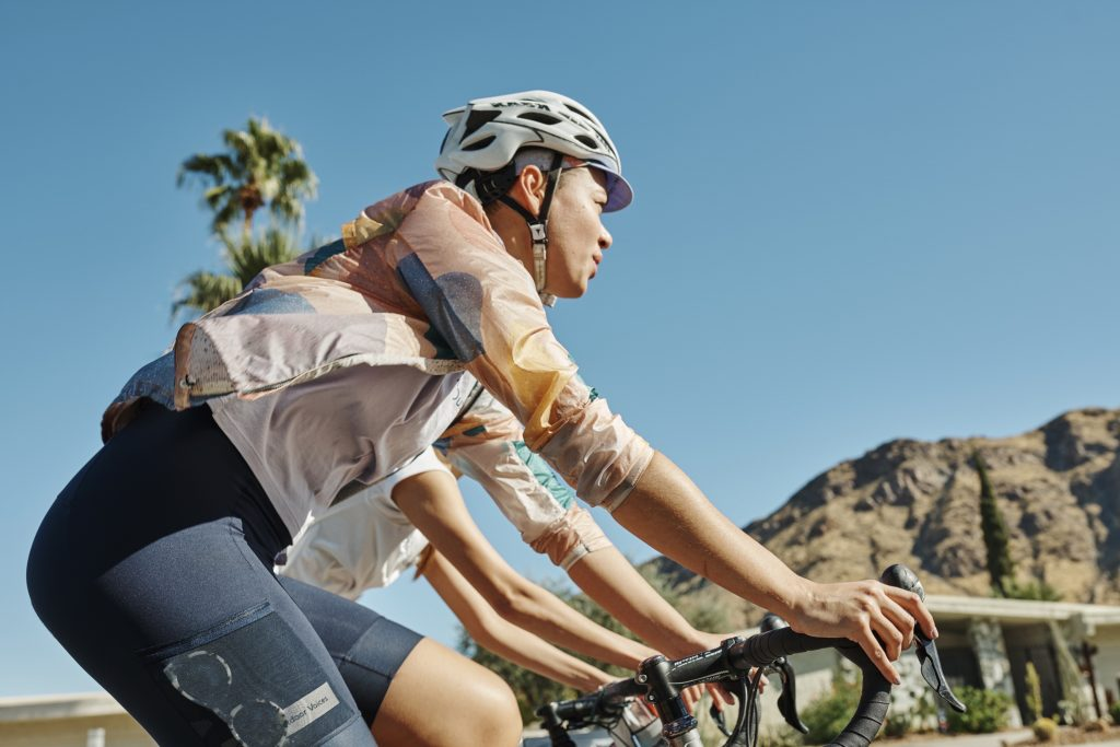 coupe vent rapha + outdoor voices collection cycliste femme